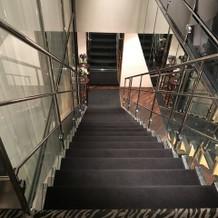 披露宴会場に入っていく階段です。