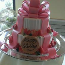 可愛くて甘い香りのウェディングケーキ