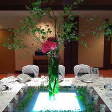 四角テーブルの装花