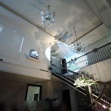 階段での入場
