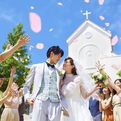 【フラワーシャワー】独立型の白亜の大聖堂で挙式後は大切なゲストの方々とフラワーシャワーを♪