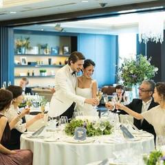 当ホテル自慢の婚礼料理を囲み乾杯すれば、自然と会話も弾むはず。
