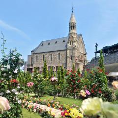 1877年の英国・スコットランドで誕生し湘南・平塚に移築されたチャペル「グランドヴィクトリア湘南」花と緑に囲まれたこの地でお二人らしい始まりを叶えて!
