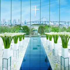 空と海を一望し、その先にはレインボーブリッジと東京タワー。ここでしか見られないトクベツな景色があります。
