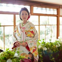 温かな自然光がたっぷり差し込む披露宴会場。ご親族様だけでのお食事会から、60名様位までの披露宴にぴったりです。「神戸」「北野」で「和婚」なら「神戸北野ハンター迎賓館」へ。