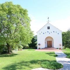 マティスのロザリオ礼拝堂をモチーフにしたアートなチャペル