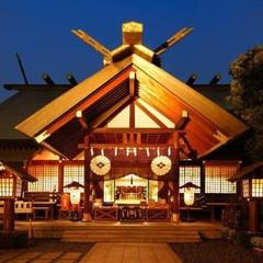 「東京五社」のひとつに数えられ、伊勢神宮の遥拝殿として創建された格式高い神社