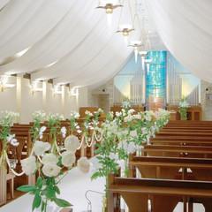 館内チャペルの中でも屈指のスケール。聖歌隊とオルガンの音色が大きなチャペルの中に響き渡ります。