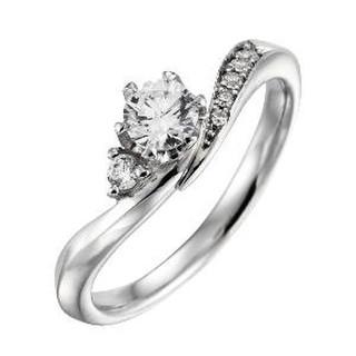 仲良く寄り添う2つのダイヤモンド