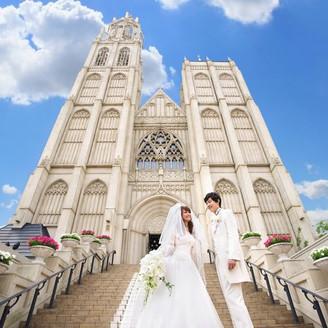 【ノートルダム大聖堂】5000坪もの広大な敷地に、高さ60mの鐘楼をもつ大聖堂と3つの邸宅を完備したアンジェリカノートルダム。