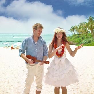 まるでハワイにいるかのような美しく穏やかなビーチがお迎えします。