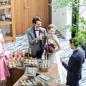 パーティー会場内にもホワイエのような空間があるので、お二人のパーティースタイルに合わせての演出が叶います。