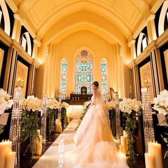 フランスにある世界遺産のチャペルを、牧師先生監修の元、再現 圧倒的な天井の高さや、照明を一切使用しない自然光だけのステンドグラスの輝き