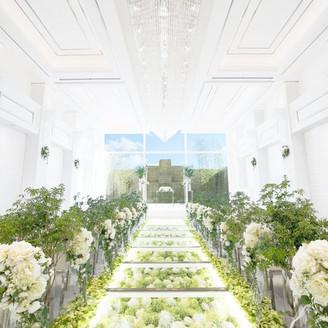 祭壇に続くバージンロードには美しい花々が敷き詰められ、花嫁のドレス姿をより一層華やかに演出します!