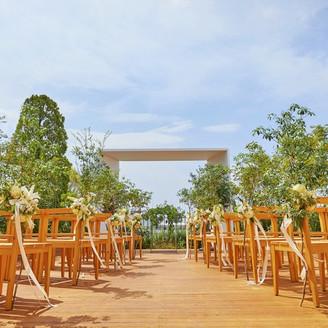 中目黒の街を一望できるガーデンチャペル。 青空の下で最高の結婚式が始まる。