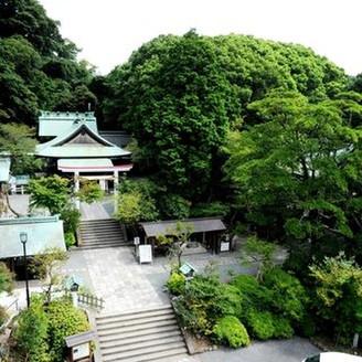 明治2年創建。大きな「獅子頭守」が有名な『鎌倉宮』。