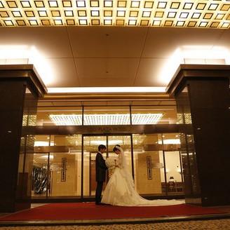 総料理長の創造するメニュー。ホテルならではの細やかな気配り、上質なサービスでお客様をおもてなしいたします。お二人のご希望に添った世界に一つだけのオーダーメイドウエディング。京王プラザホテル八王子ではお客様に3つのお約束をお守りいたします。