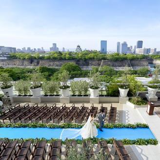 チャペルや会場から緑+開放感+大阪城の絶景が広がる!梅田や天王寺から好アクセス! 厳かな室内チャペル式、ゲスト参加型ガーデン式、神社式等『こんな結婚式がしたかった!』がイメージ通りに叶う!