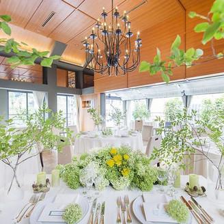 【レストランウエディングスペース】 チャペル・コルでの挙式の後は、ゲストも大満足!お洒落な隠れ家のようなレストラン en vue! テーブルコーディネートも思いのままに!