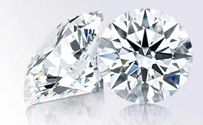 センターダイヤモンドはエクセレントカットだけ