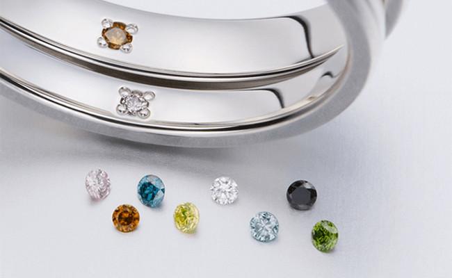 内側にカラーダイヤモンドを留めることができます