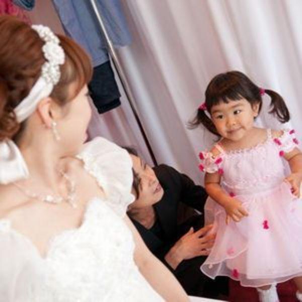 3810d8dcc7868 子連れで結婚式にお呼ばれしたら!! 子どもの服装アリ・ナシ決定戦 ...