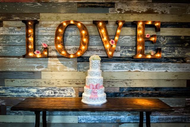 結婚式エンドロールのメッセージ文例!! コメントの順番も解説