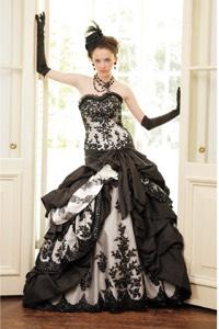 ブラック系のウェディングドレスを探す
