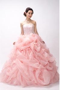 ピンク系のウェディングドレスを探す