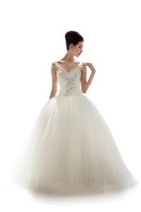 プリンセスラインのウェディングドレスを探す