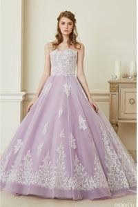 パープル系のウェディングドレスを探す