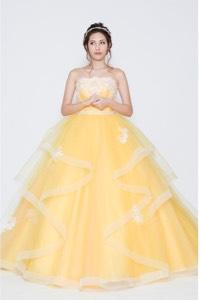 イエロー系のウェディングドレスを探す
