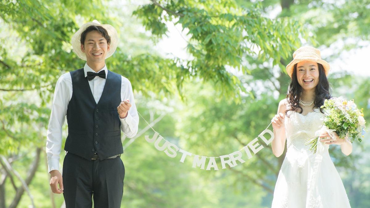 「結婚式 高い」の画像検索結果