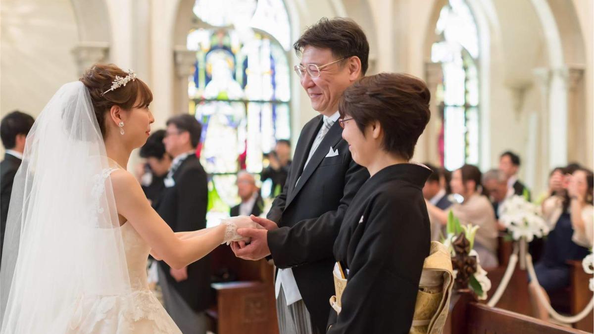 新郎新婦ダブルのサプライズ♪憧れの大聖堂で感動的な結婚式の演出を