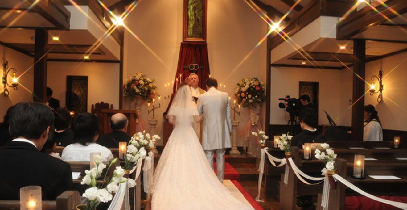 牧師さんって本物ではないの?結婚式の牧師事情