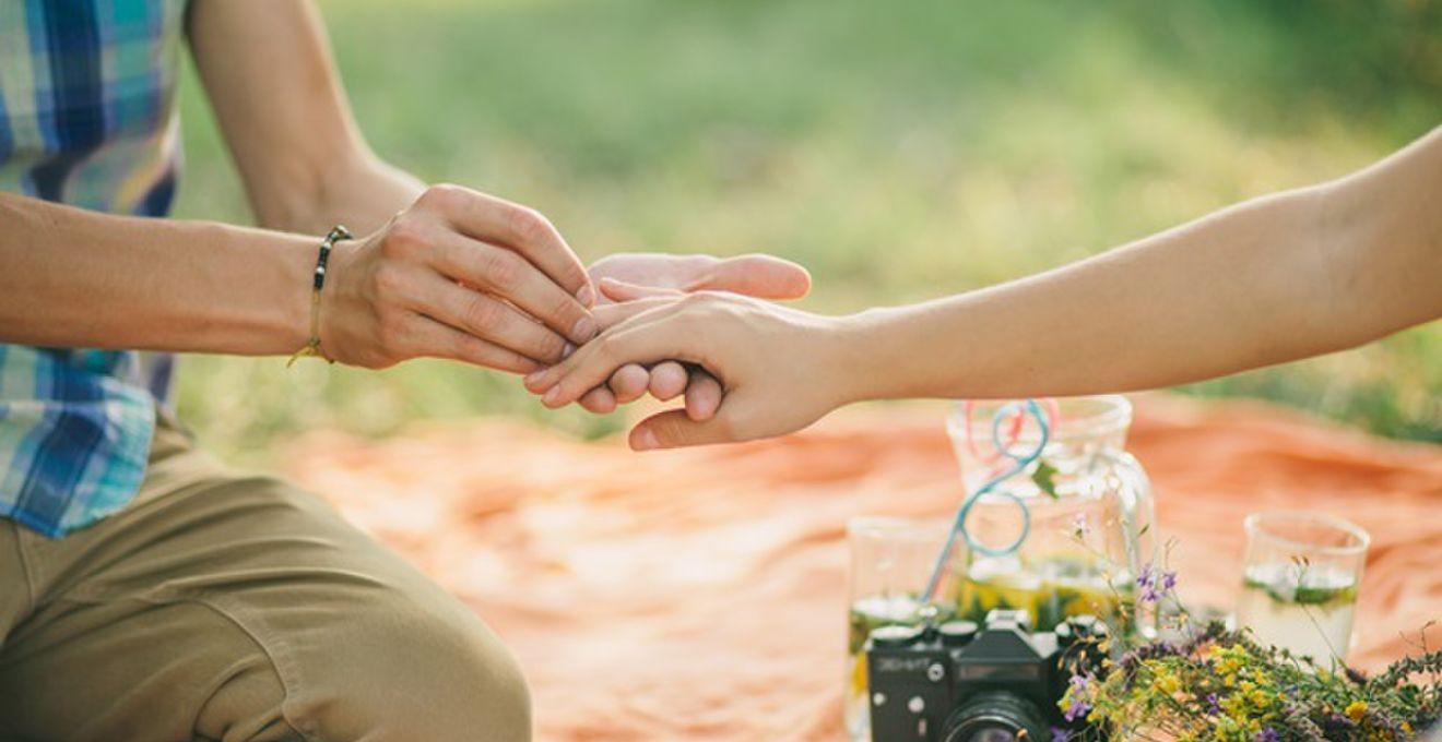 婚約指輪の選び方。どこで誰と?? アンケートで分かった事4