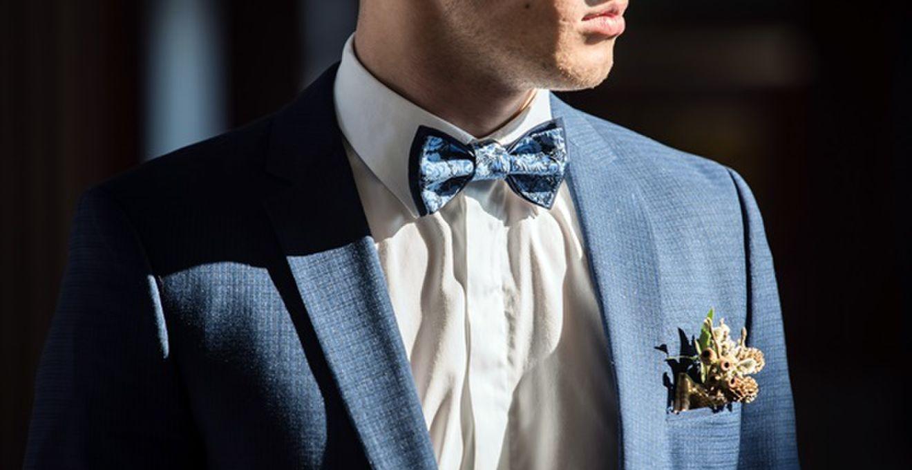 結婚式ゲストの服装<男性向け>グレー系スーツの大人コーデ