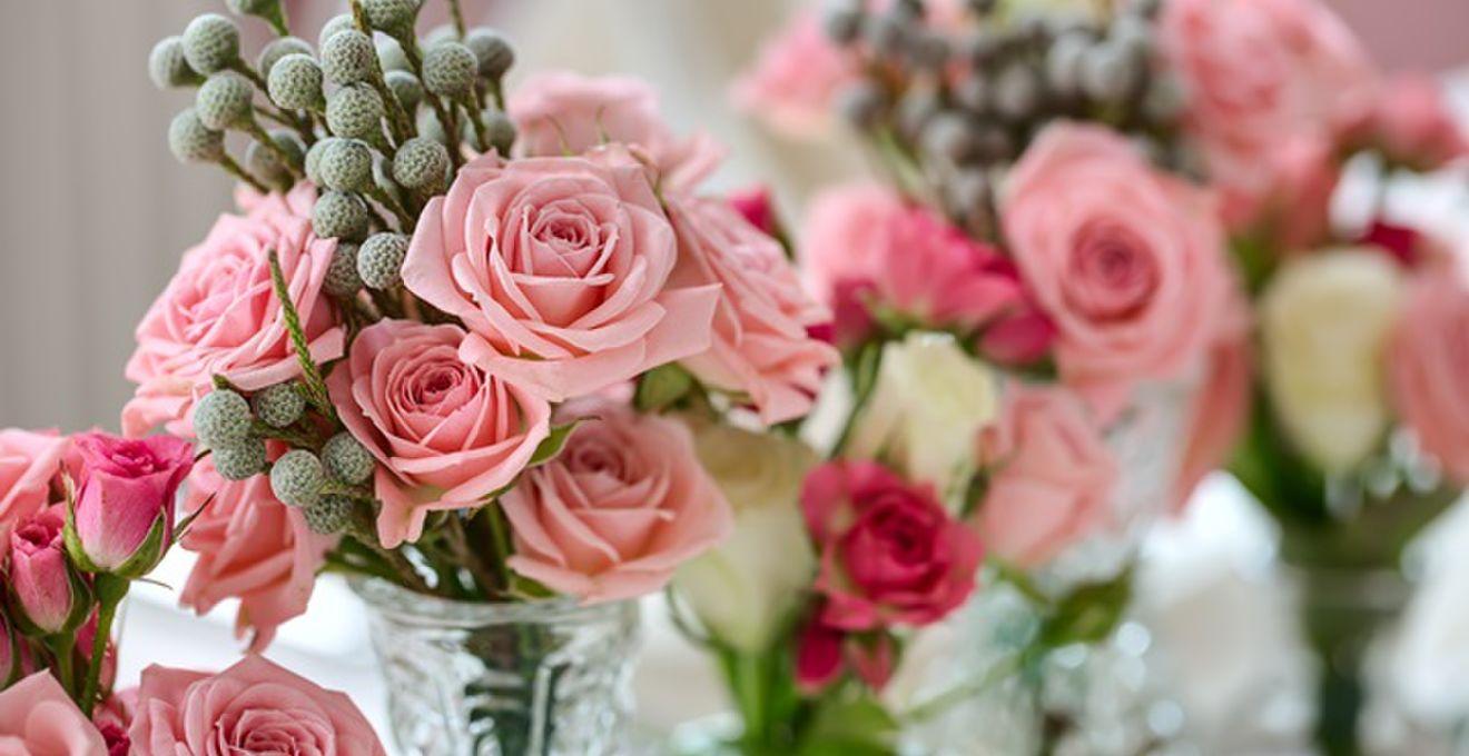 12本のバラに想いを込めて! 結婚式のダーズンローズセレモニーとは