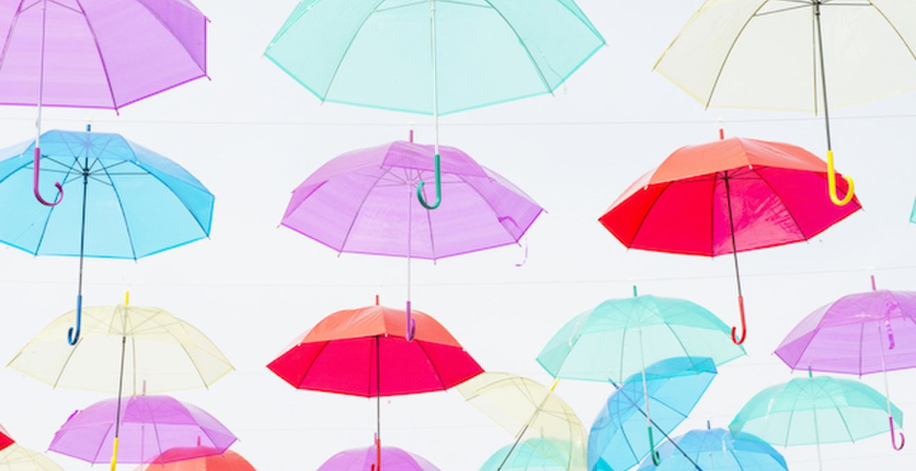雨の日以外にも実は使える!ウェディングパラソルを使ったフォトや装飾が可愛い♪