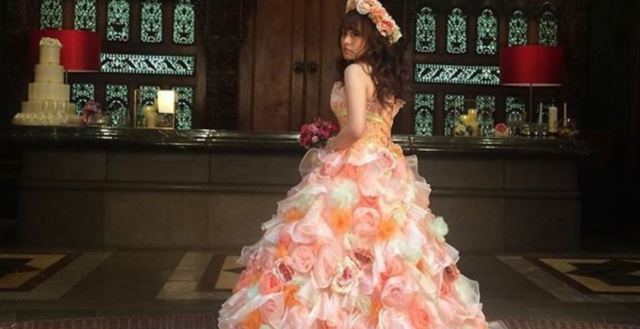 6112163885dd5 オレンジ&グリーンのカラードレスがキュート*前撮り