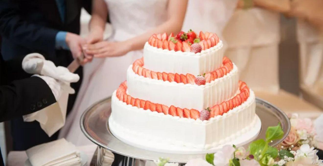 サイズもかわいさもボリューム満点◎!ウェディングケーキは《ビッグショートケーキ》でゲストを驚かせよう♪