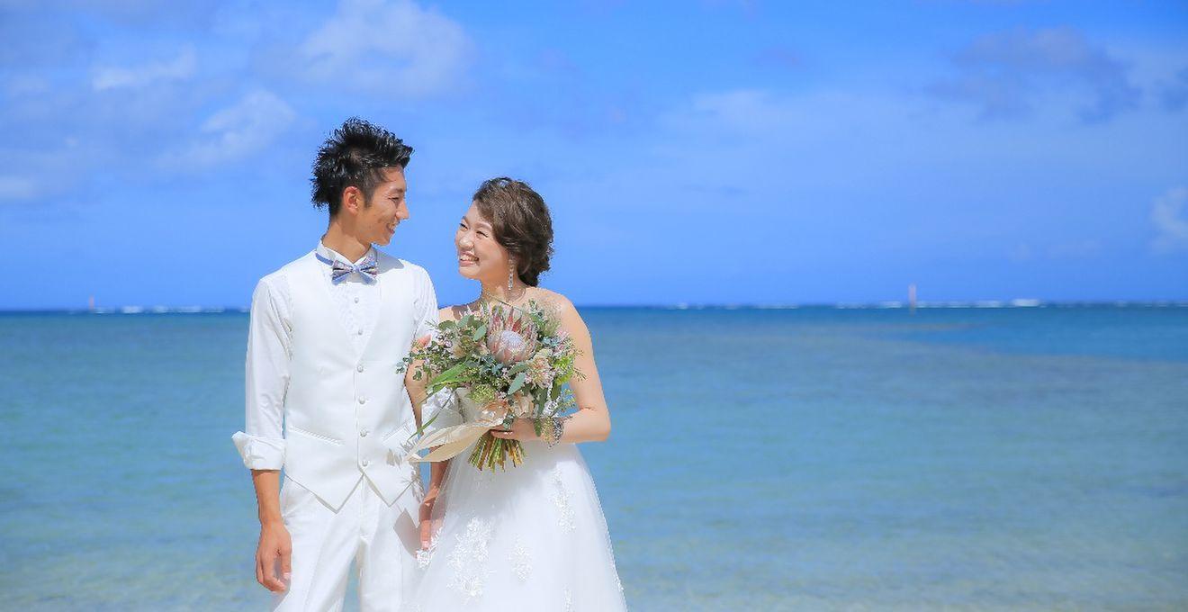 思い出の沖縄の海が誓いの証人!スカイブルーのリゾートウェディング