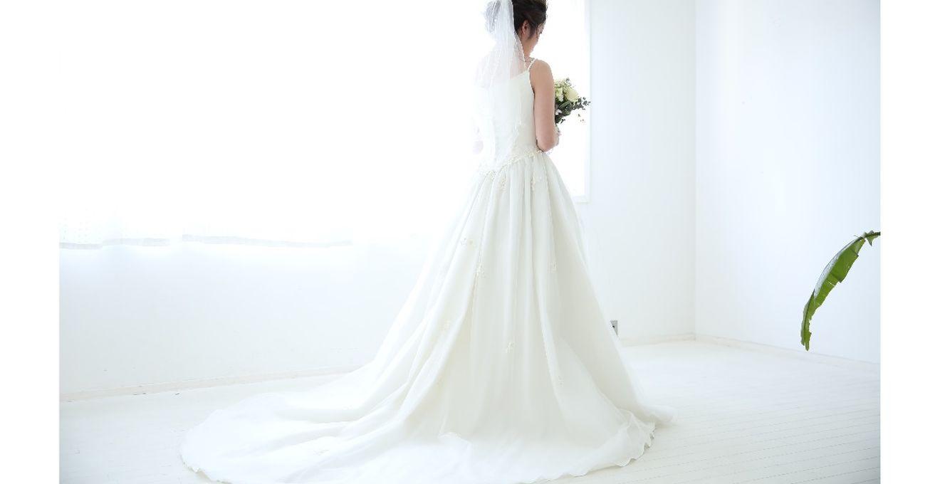 後ろ姿をキレイに見せたい♪ロングトレーンのドレス7選!