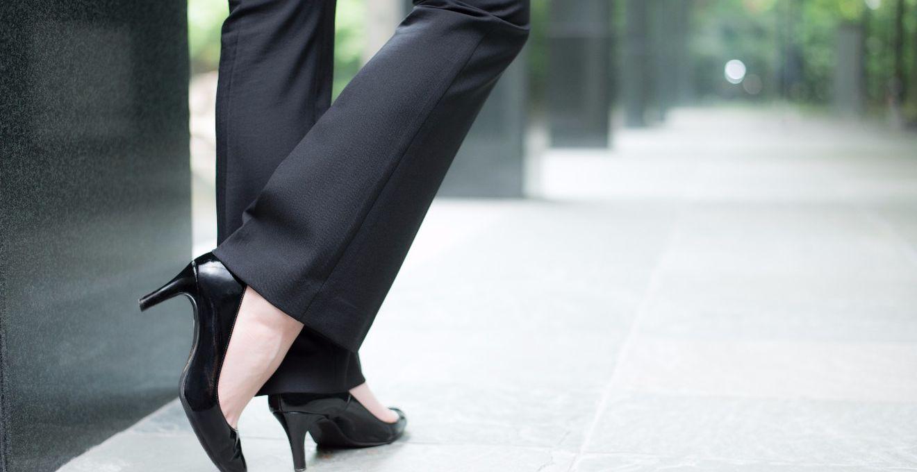 結婚式お呼ばれゲスト<服装>おすすめのパンツスーツスタイル