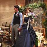 大人かわいいネイビーのカラードレスが素敵!ナチュラル装飾の中で叶えるアットホームな結婚式レポ♪