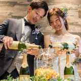 テーブルラウンドでフルーツたっぷりのサングリアが完成!アットホームな結婚式