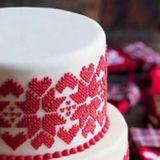 絶対印象に残る!クリスマスシーズンの結婚式にぴったりのキュートなウェディングケーキまとめ