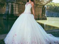 春色ドレスがかわいい!ときめきカラーウェディングドレス集
