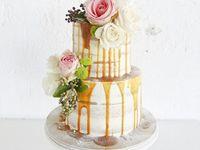 愛の蜜をたっぷりと♪ウェディングケーキの新トレンド「カラードリップケーキ」に注目!!