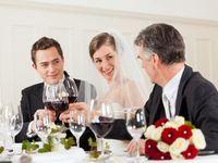 披露宴で挨拶回りの重役!! 両親に伝えておくべきポイントとは??